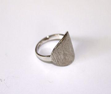 Sølv ring med børstet plade